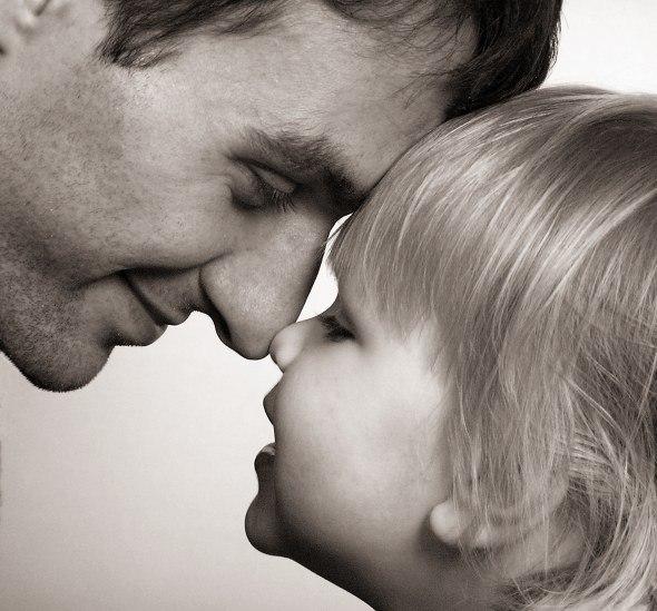 отметить что дочь целует отца картинки мужчина каждая